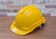 желтый шлем безопасности для рабочего класса Стоковая Фотография