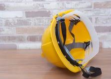 желтый шлем безопасности для рабочего класса Стоковая Фотография RF