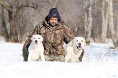 2 желтых labradors в зиме в портрете снега Стоковые Фото