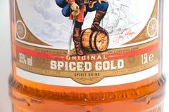 Женева/Швейцария - 13 могут 2018: Новая бутылка бочонка большой винной бутылки капитана Моргана Spiced ром изолированный на белиз Стоковые Фотографии RF