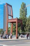 ЖЕНЕВА, ШВЕЙЦАРИЯ - 15-ое сентября - сломанный стул Стоковая Фотография RF