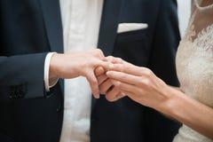 Невеста изменяет на свадьбе