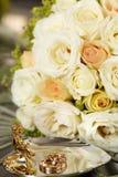 Жених и невеста колец золота на свадьбе Стоковая Фотография RF