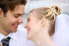 жених крупного плана невесты стоковая фотография rf