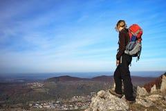 Женская бдительность Hiker Стоковые Фотографии RF
