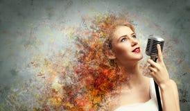 Женская белокурая певица Стоковые Фотографии RF