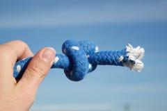 женская веревочка узла удерживания руки Стоковые Изображения