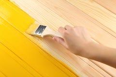 Женская древесина картины руки Стоковые Фото