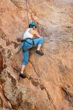 Женская женщина альпиниста Стоковые Изображения RF