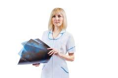 Женская медсестра с изображением рентгеновского снимка Стоковая Фотография RF