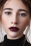 Женская модель с губами вишни Стоковое Изображение