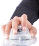 женская мышь руки используя Стоковые Изображения RF