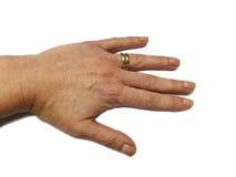 Женская рука в нейтральном положении, изолированном обручальном кольце двойного золота Стоковые Изображения