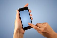 Женская рука держа Smartphone Стоковые Изображения RF