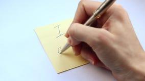 Женская рука пишет фразу я могу закрыть вверх акции видеоматериалы
