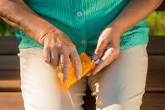 Женская рука с таблетками Стоковое Изображение