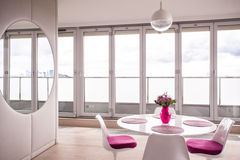 Женская светлая живущая комната Стоковое Изображение RF