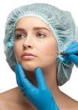 Женская сторона перед деятельностью пластической хирургии Стоковые Изображения