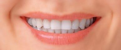 Женская улыбка, конец-вверх стоковые фотографии rf
