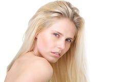 Женская фотомодель с длинными светлыми волосами Стоковое Изображение RF