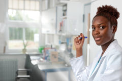 Женские африканский ученый, медицинский или или аспирант Стоковые Фото