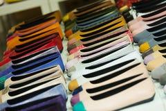 Женские ботинки на магазине Стоковые Изображения RF