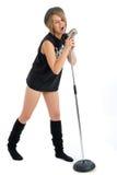 женские детеныши певицы микрофона довольно ретро Стоковые Фотографии RF
