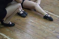 Женские диаграммы в колготках для ботинок хореографии и танца стоковое фото