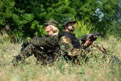 Женские и мужские воинские люди Стоковые Изображения RF