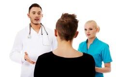 Женские и мужские доктора и пациент Стоковые Изображения RF