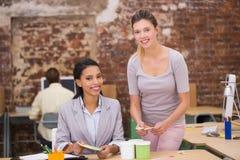 Женские коллеги дела в офисе Стоковые Фото