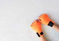 Женские кулаки в повязке для тайского бокса Стоковое Изображение RF