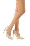 Женские ноги в высоко-накрененных ботинках Стоковое Фото