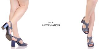 Женские ноги в картине голубого магазина покупки моды красоты сандалий кожаных ботинок установленной Стоковые Фотографии RF