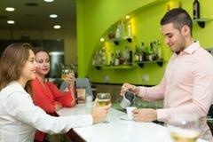 Женские друзья в баре Стоковая Фотография RF