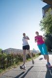 Женские друзья jogging Стоковые Фотографии RF
