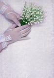 Женские руки в белых перчатках Стоковое Изображение RF