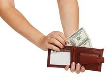 Женские руки принимают вне 100 долларовых банкнот от его бумажника Стоковые Изображения RF