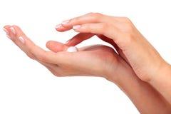 Женские руки с сливк Стоковое фото RF