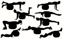 Женские силуэты фитнеса с шариком фитнеса Стоковое Изображение RF
