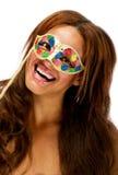 женские счастливые детеныши masqurade маски довольно Стоковые Фото