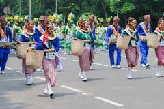 Женские фольклорные танцоры в красочном составляют Стоковое Изображение RF