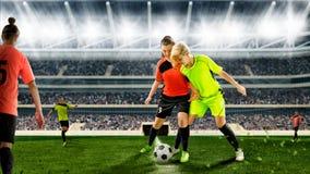 Женские футболисты во время схватки на футбольном матче Стоковые Фото
