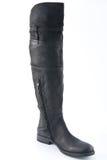 Женские черные кожаные ботинки с низкими пятками Стоковое Фото