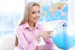 Женский агент по путешествиям на офисе Стоковые Фото