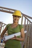Женский архитектор держа светокопию Стоковая Фотография RF