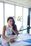 Женский архитектор работая на светокопии на ее столе Стоковая Фотография RF