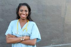 Женский Афро-американский медицинский профессионал - изображение запаса с космосом экземпляра стоковые фотографии rf