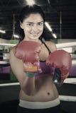 Женский боксер в кольце Стоковое Фото