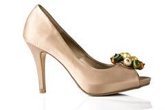 Женский ботинок на белизне Стоковое Фото